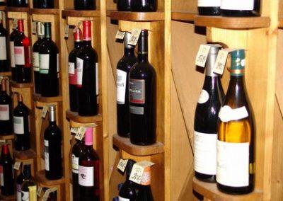 Vinotéka Nad Lesy - interiér - detail vína 2 | Nadlesy.cz